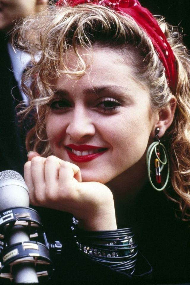 90Er Jahre Frisuren  bandana binden retro frisur madonna in den 90er Jahren