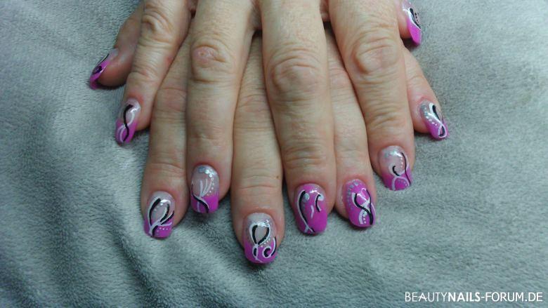 Acryl Nageldesign  Acryl Gelnägel in pink mit Schnörkel Nageldesign