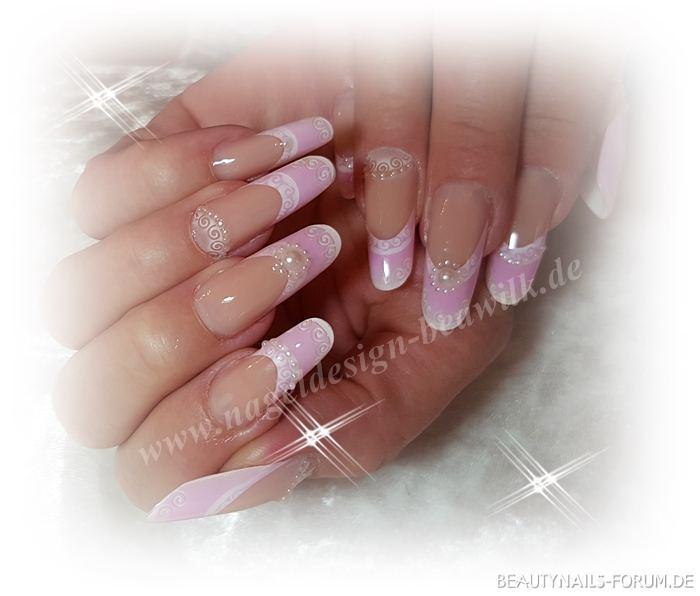 Airbrush Nageldesign  rosa mit Perlen und Airbrush Nageldesign