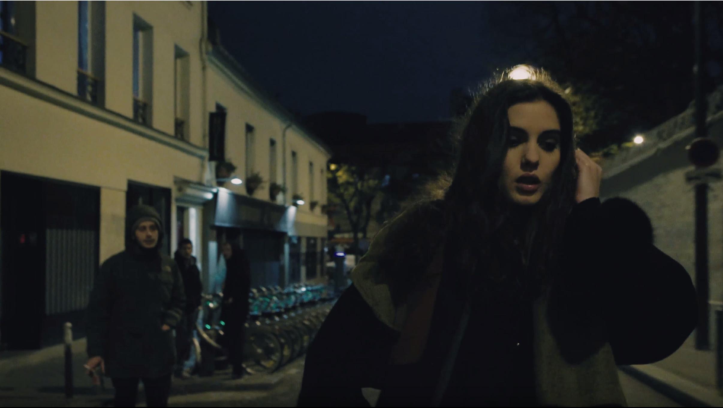 Angst Alleine Zu Hause  Kurzfilm zeigt Angst von Frauen auf dem nächtlichen