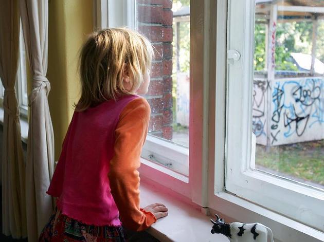 Angst Alleine Zu Hause  Familie Kinder erst ab dem Schulalter alleine lassen