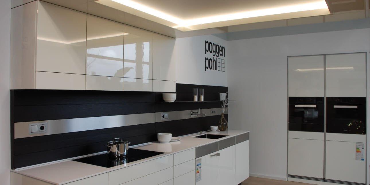 Asmo Küchen  ARTESIO blütenweiß Hochglanz mit Rückwand in Pinie terra