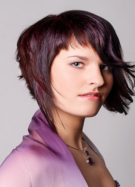 Asymmetrischer Haarschnitt  Emo Frisuren Mit Pony Und Stufen