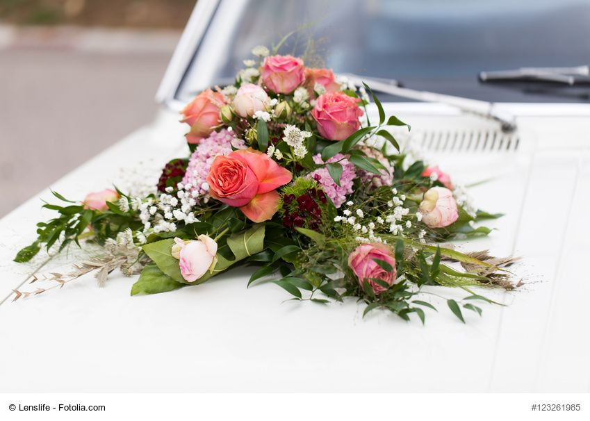Autoschmuck Hochzeit Befestigung  Autoschmuck mit Steckschaum für Hochzeit selber machen