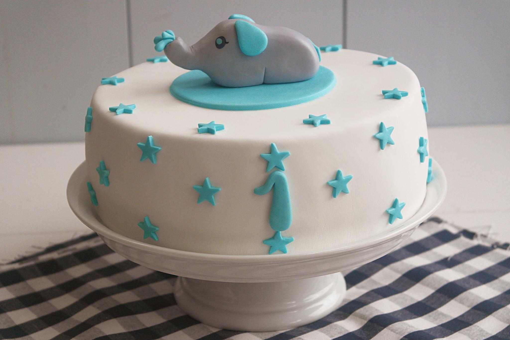 Baby Geburtstagstorte  Elefanten Sternen Torte Fondant LadyApplePie