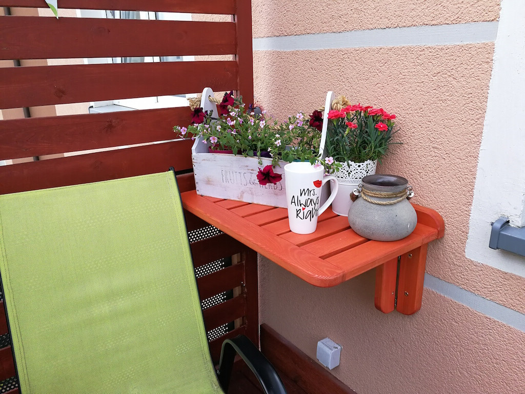 Balkon Diy  Jak zrobić stolik składany na balkon DIY