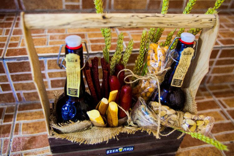 Bier Geschenke Selber Machen  Biertorte für Geburtstag gefällig Bier Geschenke selber