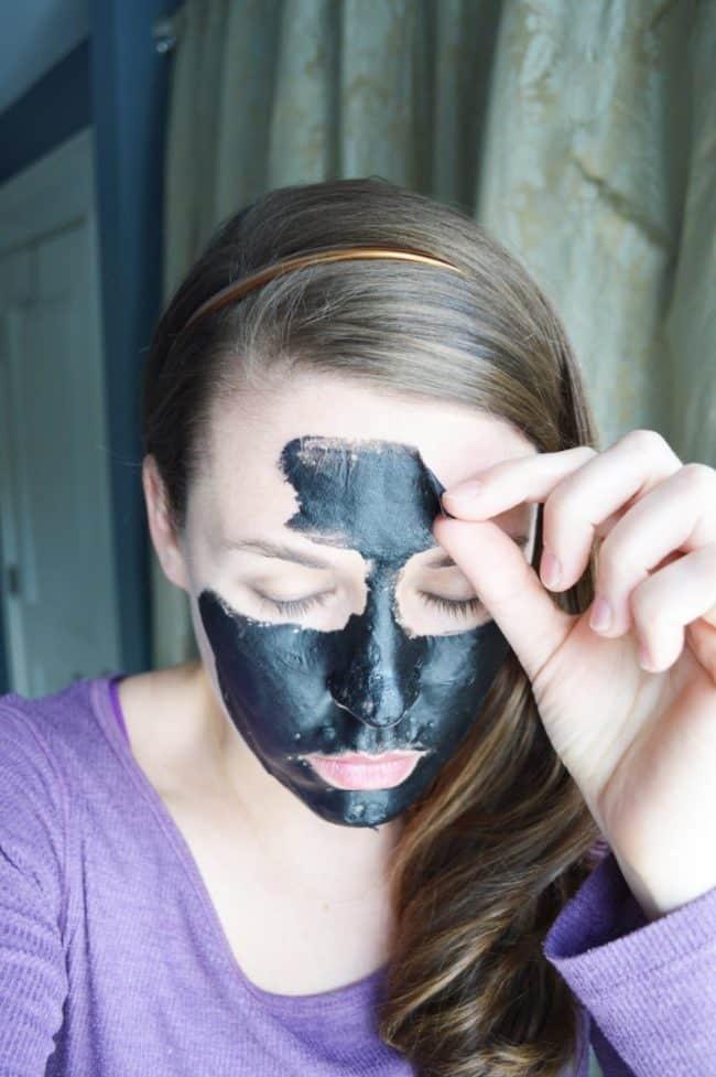 Blackhead Maske Diy  DIY Charcoal Peel f Mask Easy Blackhead Busting Mask