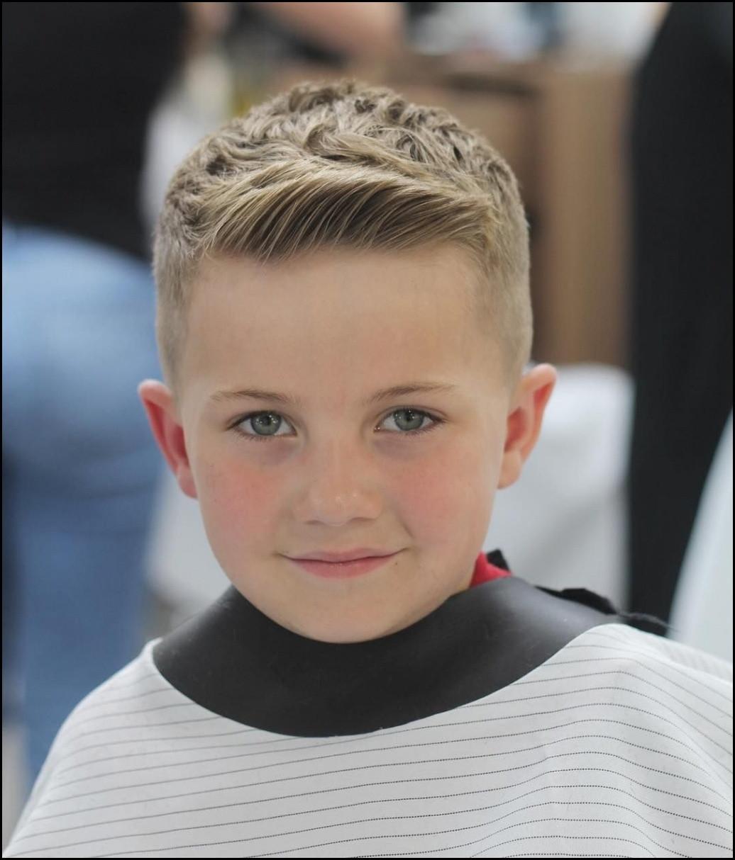 Coole Frisuren Jungs 2019  Stilvolle Coole Frisuren Für Jungs Schne Kinder Frisuren