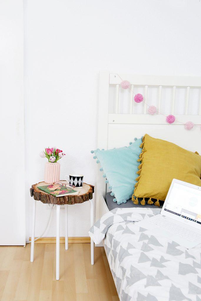 Diy Beistelltisch  DIY Beistelltisch aus Baumscheibe und Ikea Hocker