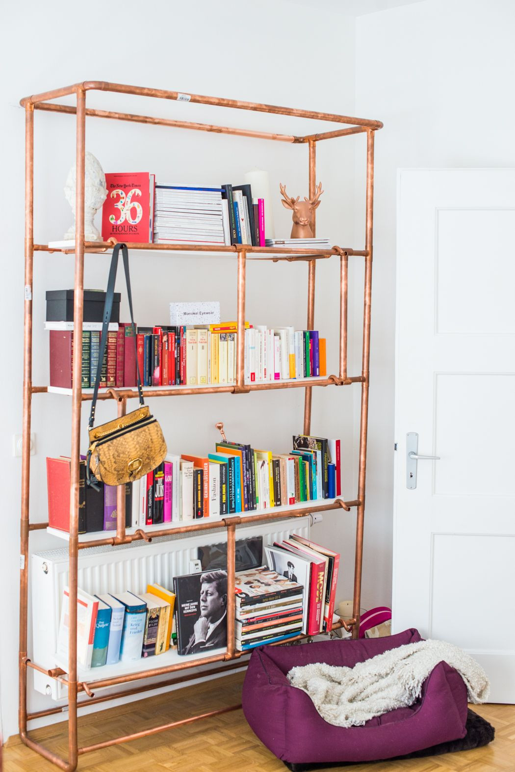 Diy Bücherregal  DIY Bücherregal aus Kupferrohren copper pipe
