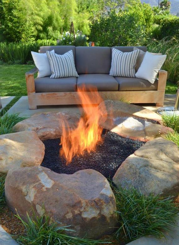 Diy Feuerstelle  Mehr Romantik im Garten schaffen mit einem DIY Außenkamin