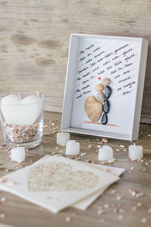 Diy Hochzeitsgeschenke  DIY Bilderrahmen zur Hochzeit mit Brautpaar aus Steinen