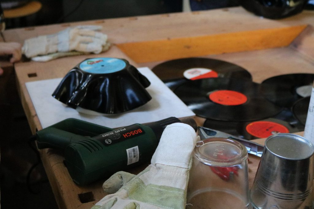 Diy Schallplatten  DIY Wie man aus einer alten Schallplatte eine schicke