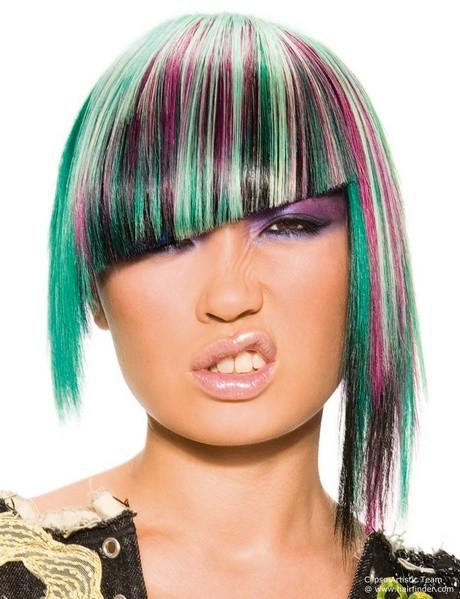 Emo Frisuren Mit Schrägem Pony Und Stufenschnitt  Emo Frisuren Mit Schrägem Pony Und Stufenschnitt Frisur
