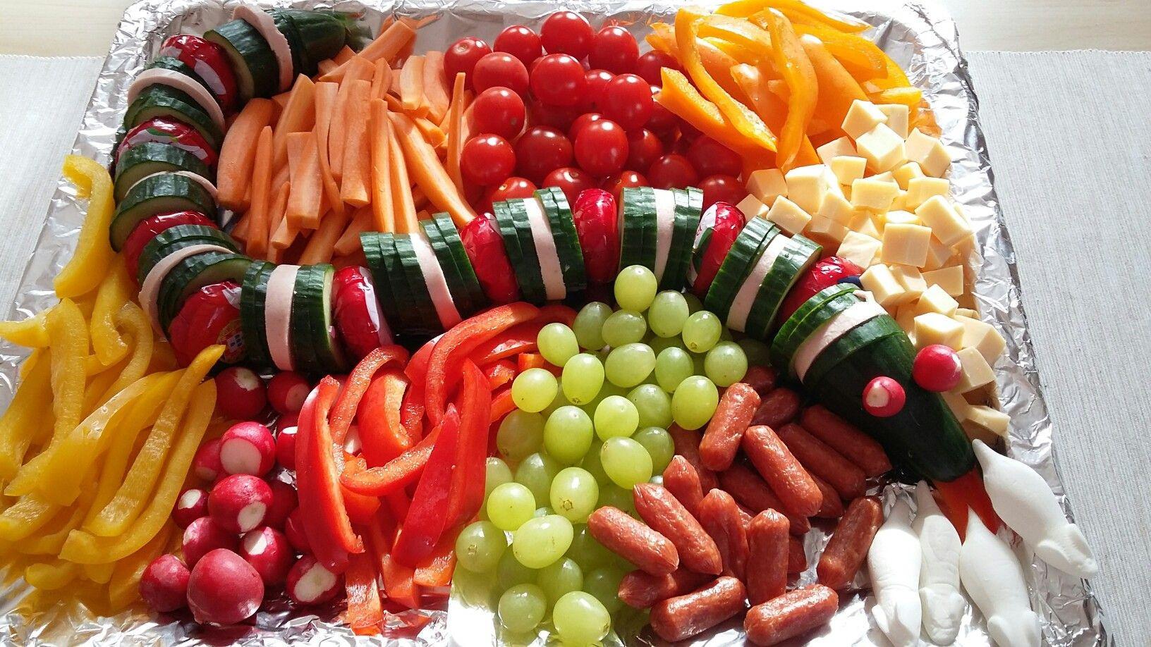 Essen Für Geburtstagsfeier  Gurkenschlange kita Frühstück