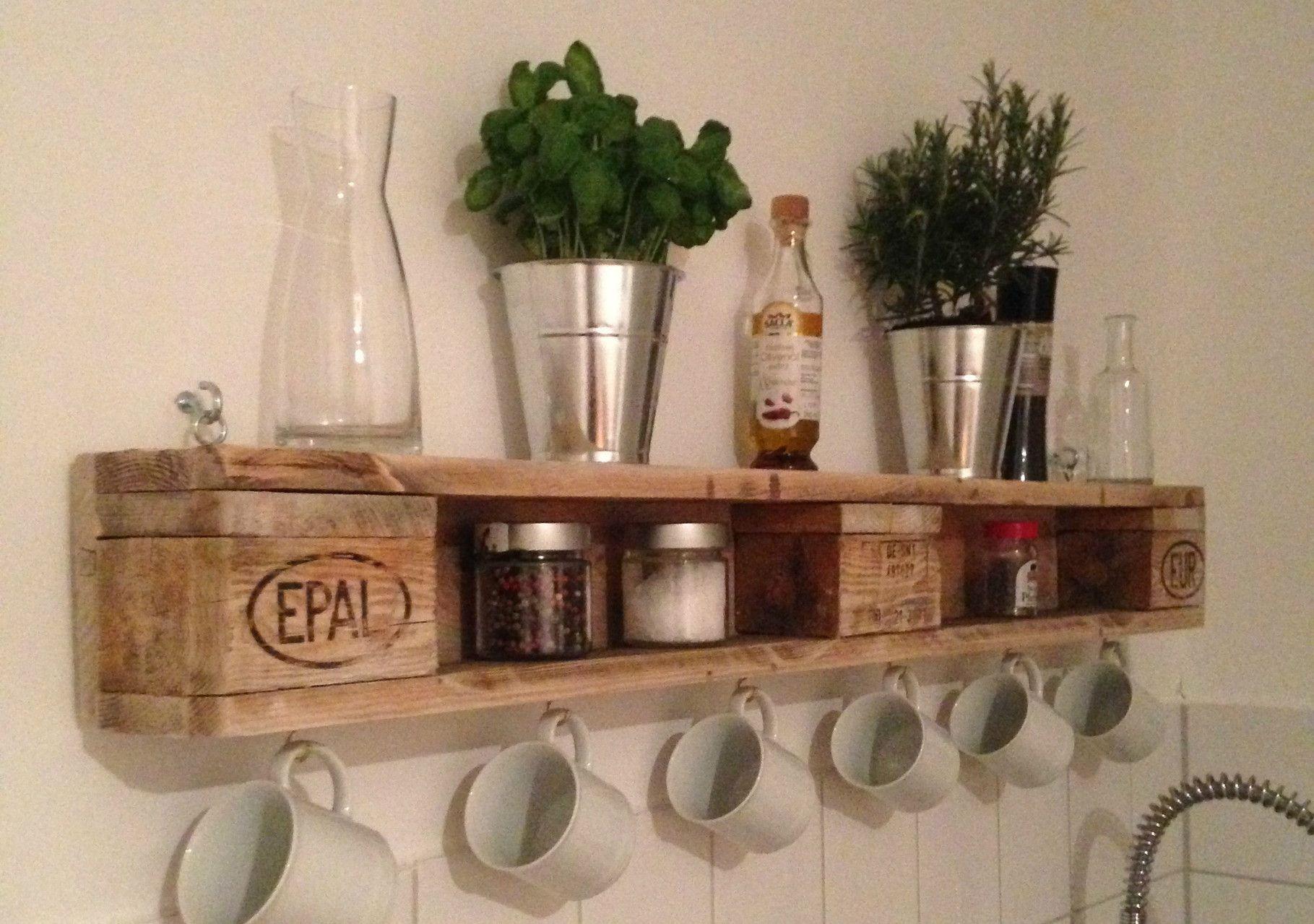 Europaletten Diy  DIY Wandregal aus Europaletten europalette kitchen