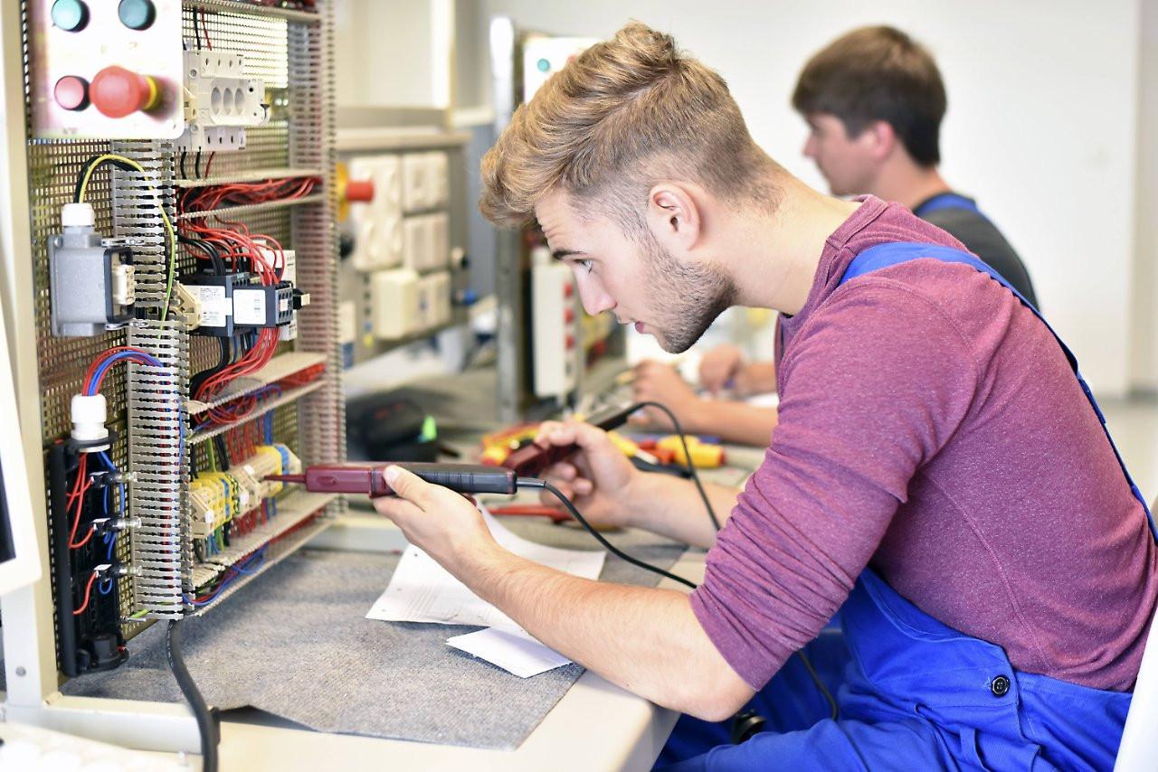 Fachkräftemangel Handwerk  Keine Besserung in Sicht Im Handwerk fehlen bis zu 250