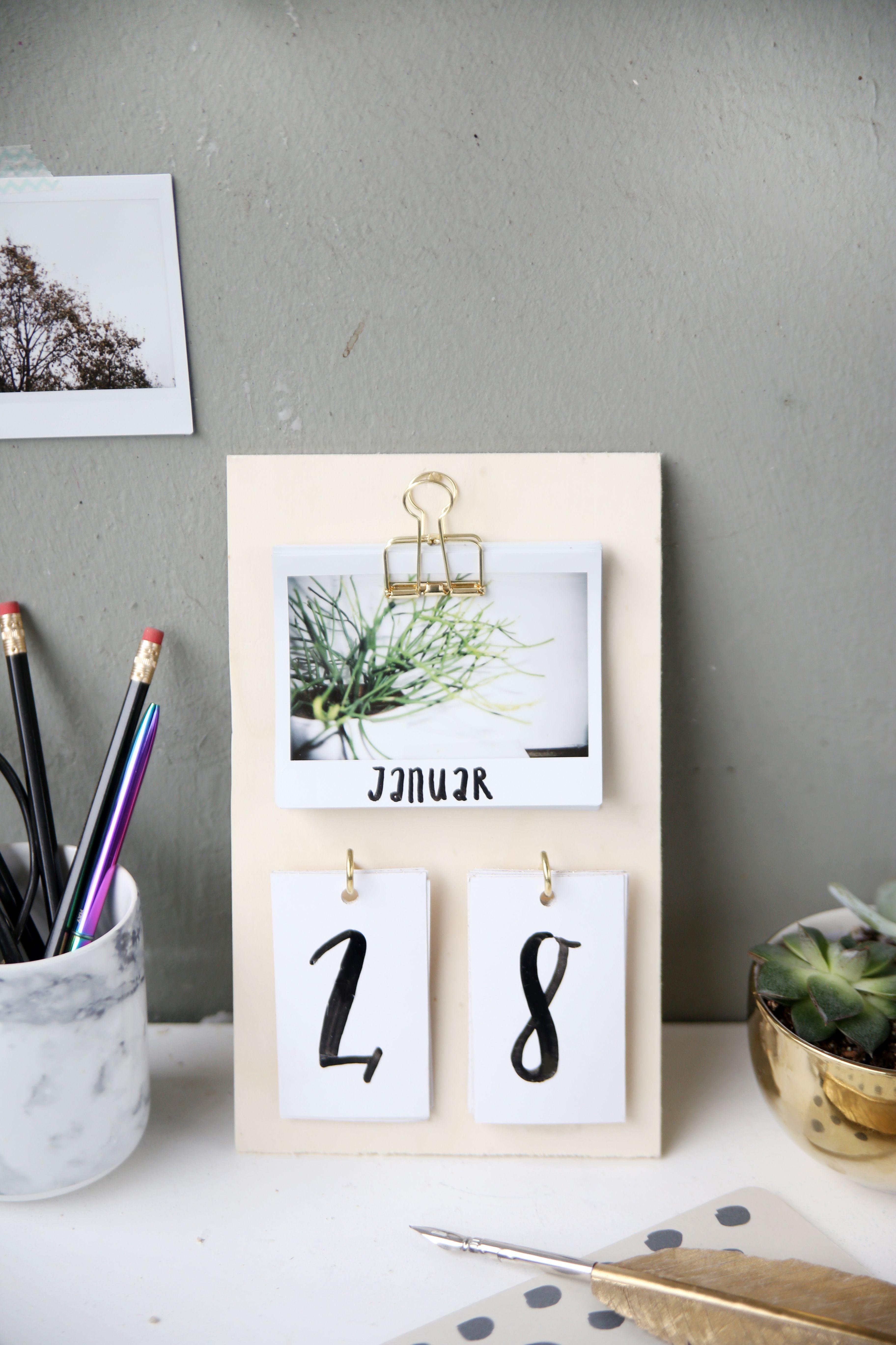 Foto Diy  DIY Schreibtisch Kalender mit Instax Fotos selbstgemacht