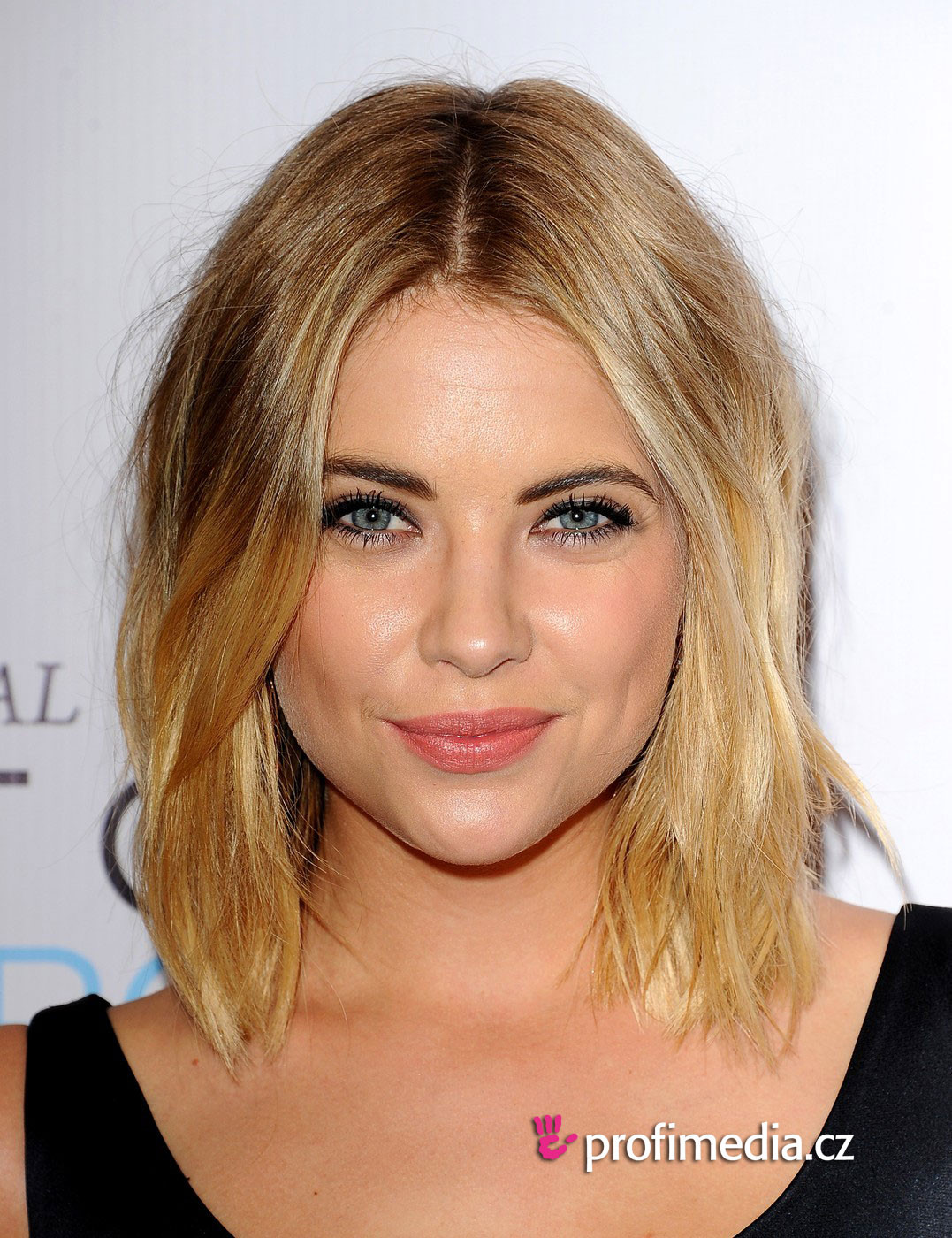 Frisuren Ausprobieren  Ashley Benson frisur zum Ausprobieren in eFrisuren