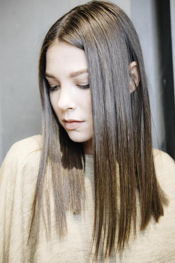 Frisuren Für Mittellange Haare  Nach hinten angeschrägte Haare