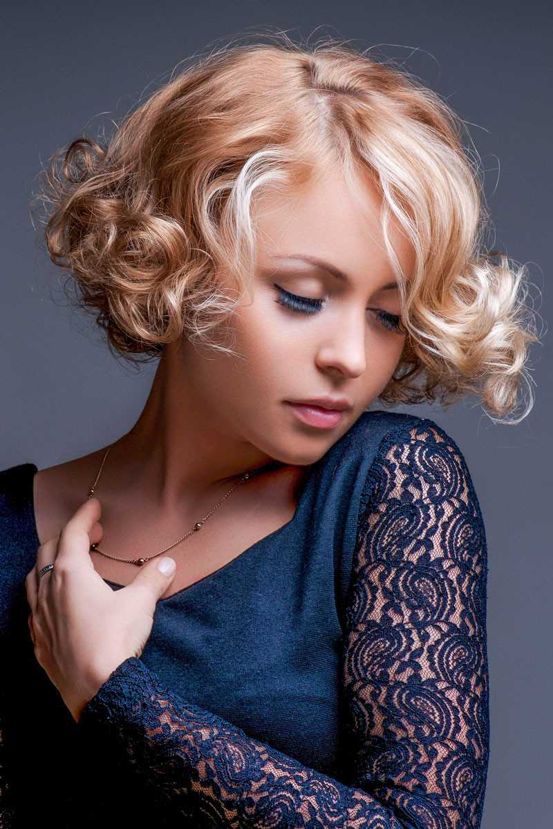 Frisuren Locken Bob  Kurzer Locken Bob mit Blondnuancen Bob Frisuren mit Locken