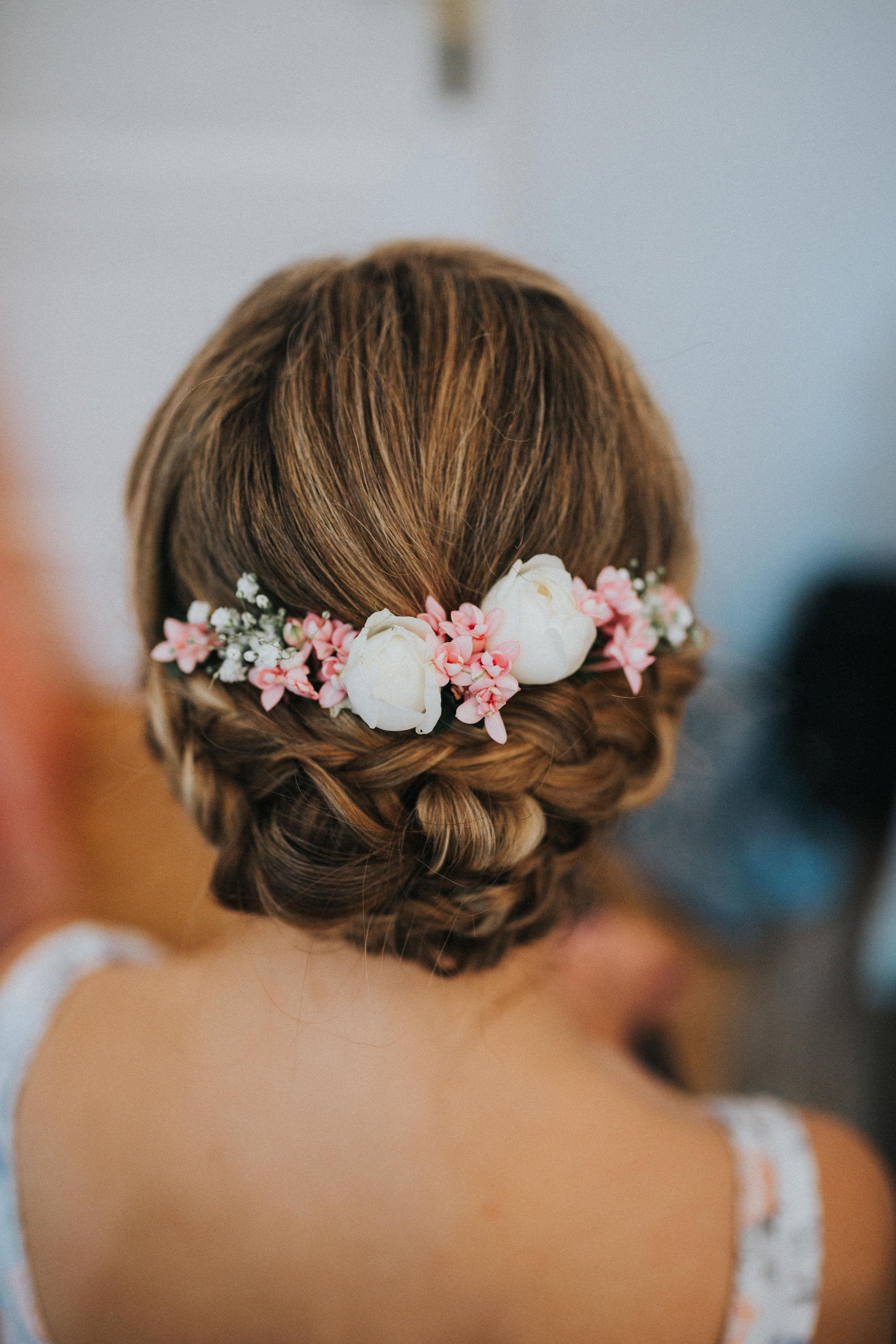 Frisuren Mit Blumen  Brautfrisur Hochzeitsfrisur Hochsteckfrisur mit echten