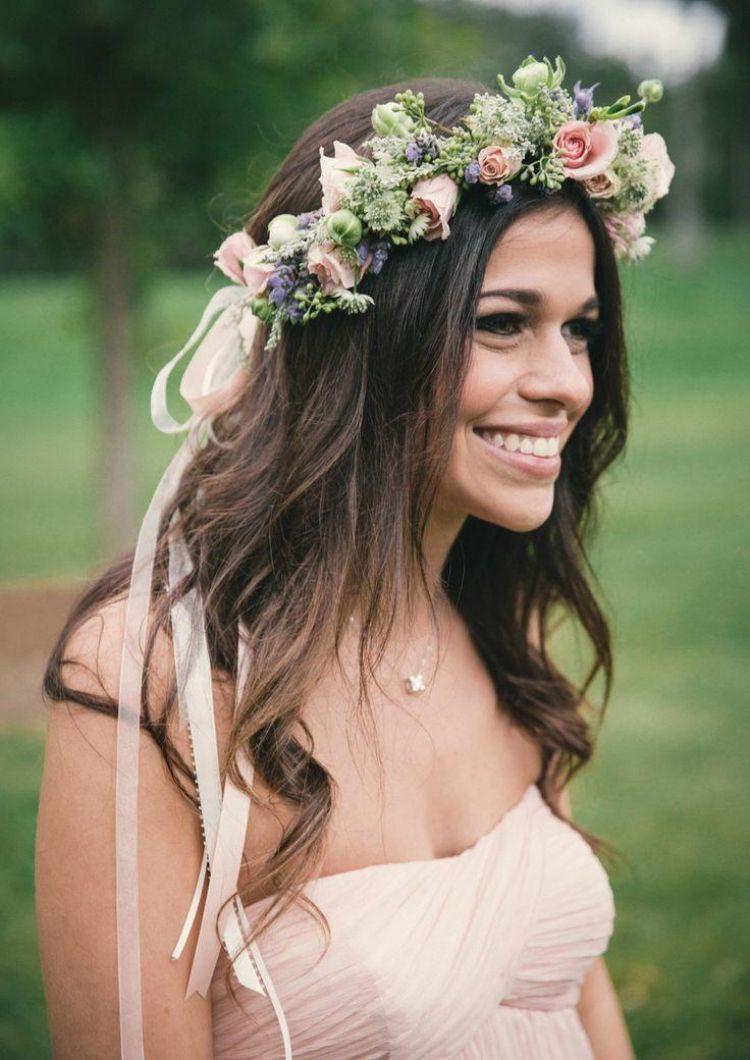 Frisuren Mit Blumen  Brautfrisur mit Blumenkranz romantische Frisuren mit