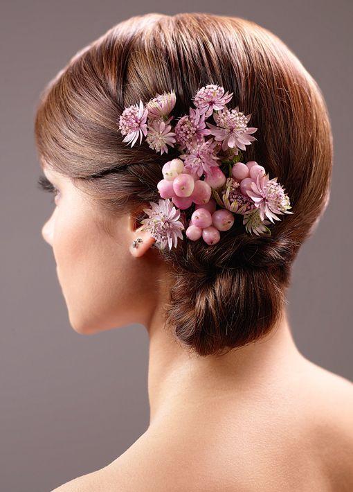 Frisuren Mit Blumen  Brautfrisur mit Blumen Bilder Madame