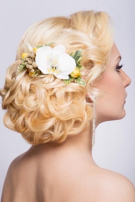 Frisuren Mit Blumen  Brautfrisuren mit blume