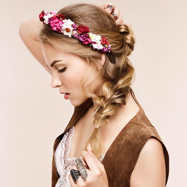 Frisuren Mit Blumen  Frisuren mit Blumen Im Sommer lieben wir Blüten im Haar