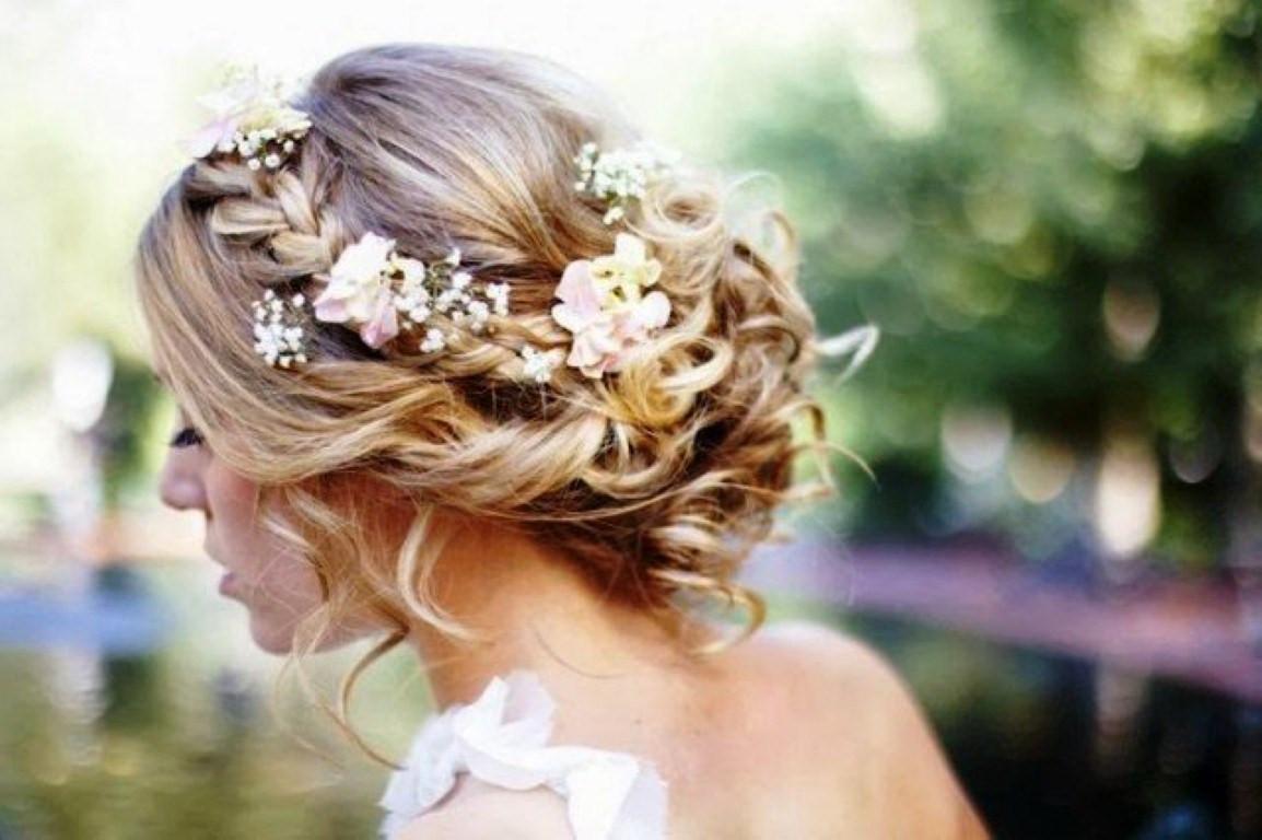 Frisuren Mit Blumen  Natürliche Geflochtene Hochzeit Frisuren Mit Blumen