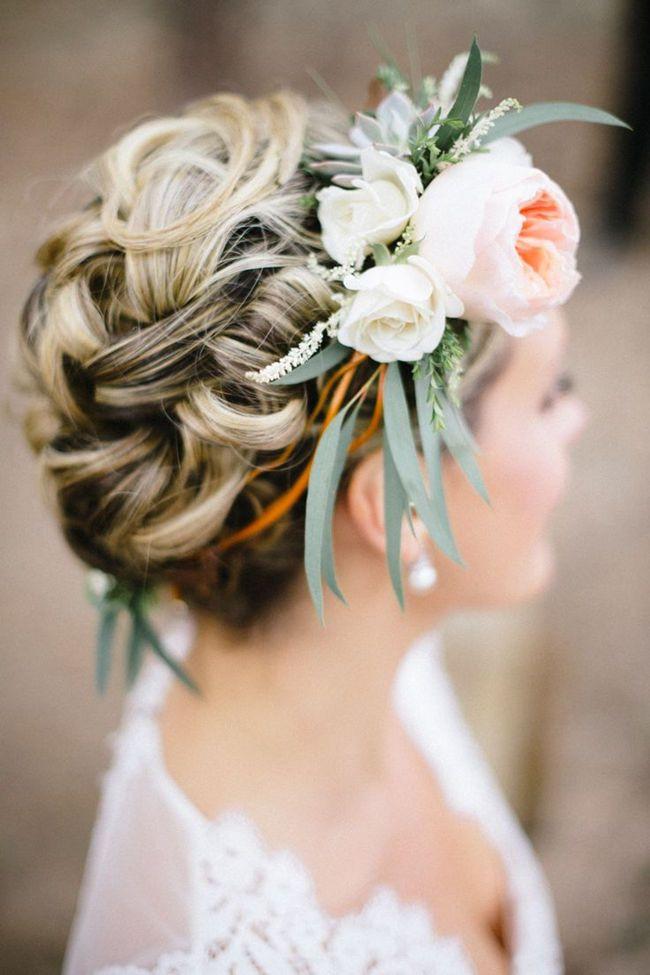 Frisuren Mit Blumen  20 elegante und anmutige Hochzeit Frisuren mit Blumen