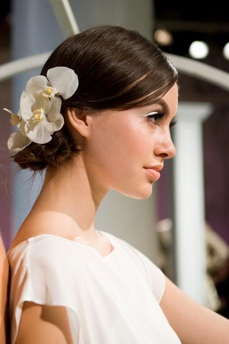 Frisuren Mit Blumen  Brautfrisuren mit blumen