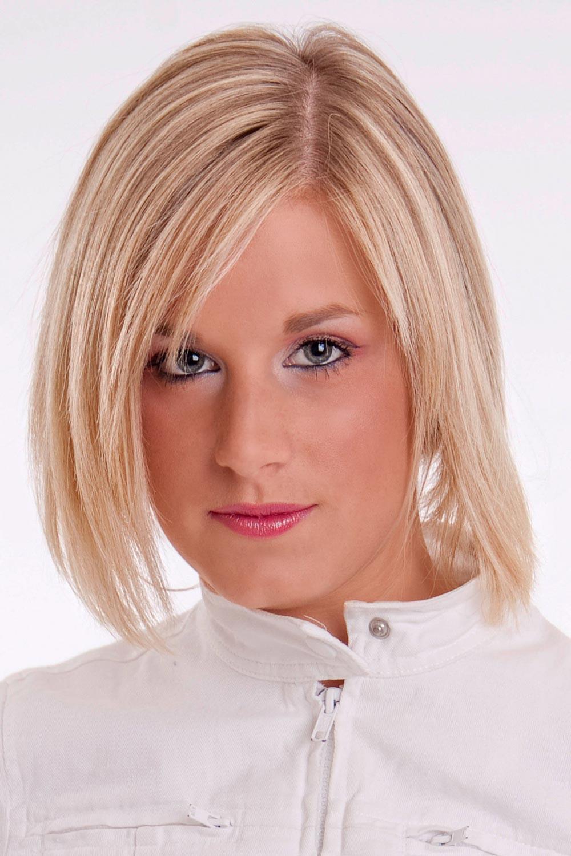 Frisuren Mit Seitenscheitel  Blonder A Line Bob mit Seitenscheitel