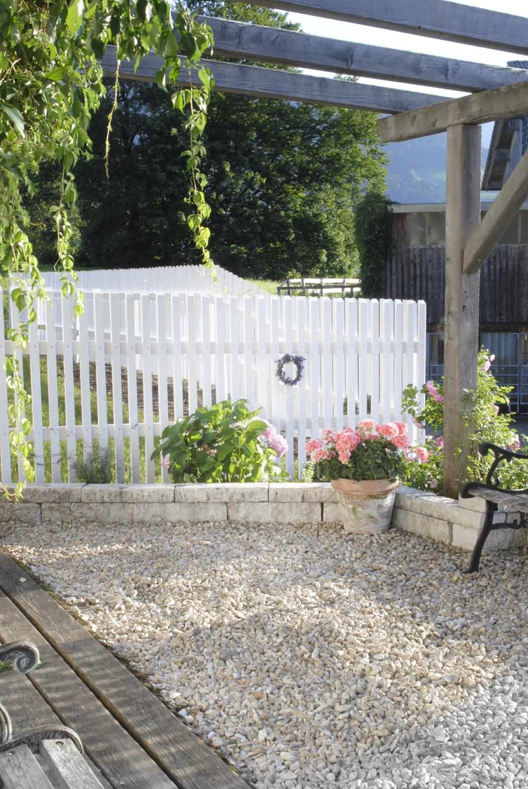 Gartenzaun Diy  DIY GARTENZAUN White & Vintage