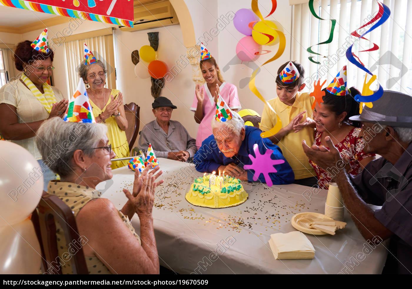 Geburtstagsfeier  familientreffen für geburtstagsfeier feier in altenheim