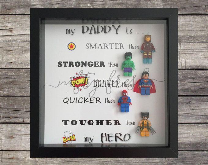 Geburtstagsgeschenk Papa  Umrahmt von Superhelden Lego Geschenk für Papa Mama Bruder