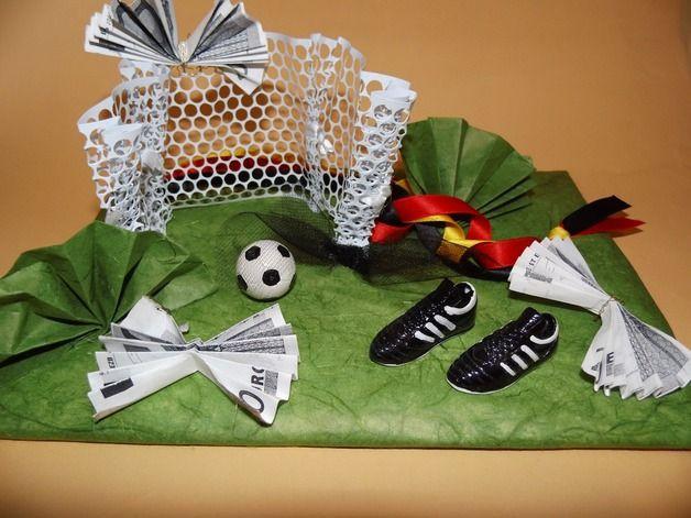 Geburtstagsgeschenke Für Jungs  Geschenke für Männer Geldgeschenk Fußball ein