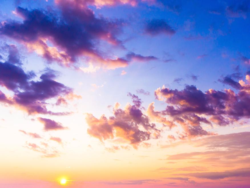 Geburtstagsgruß In Den Himmel  Ein Stoff in der Luft färbt den Himmel lila — er stammt