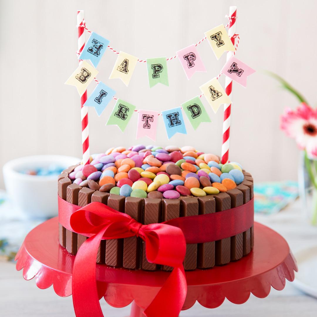 Geburtstagskuchen 18  Kinderleicht und kunterbunt KitKat Geburtstagskuchen