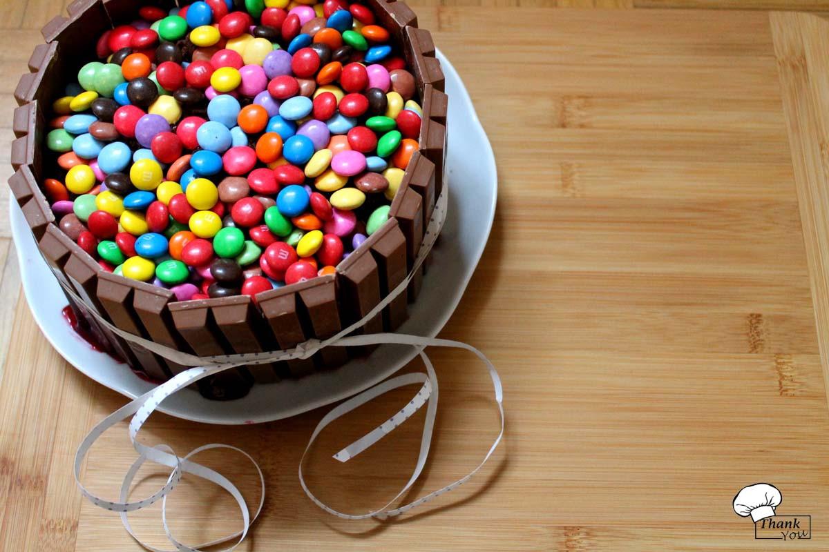 Geburtstagskuchen 3 Jahre  Geburtstagskuchen ♥ KitKat Smartie M&M Bombe TYFE