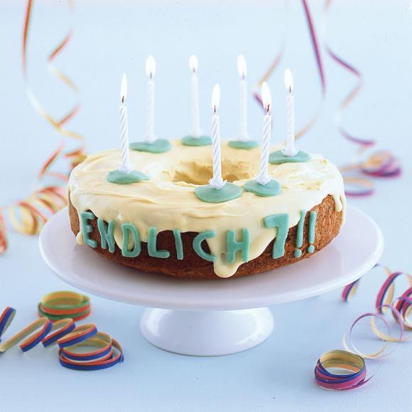 Geburtstagskuchen 5  Geburtstagskuchen mit Schokolade und Marzipan Rezept