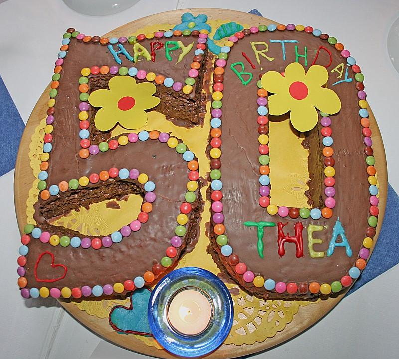 Geburtstagskuchen 5  Bunter Geburtstagskuchen mit Waffelröllchen Mandel Kerzen