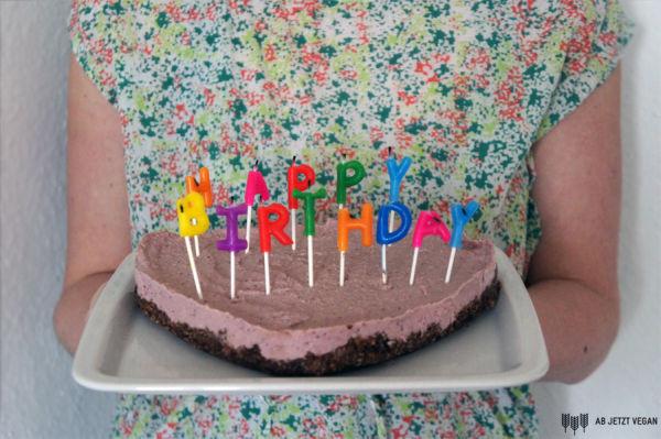 Geburtstagskuchen Vegan  Veganer Geburtstagskuchen roh also ohne backen Ab