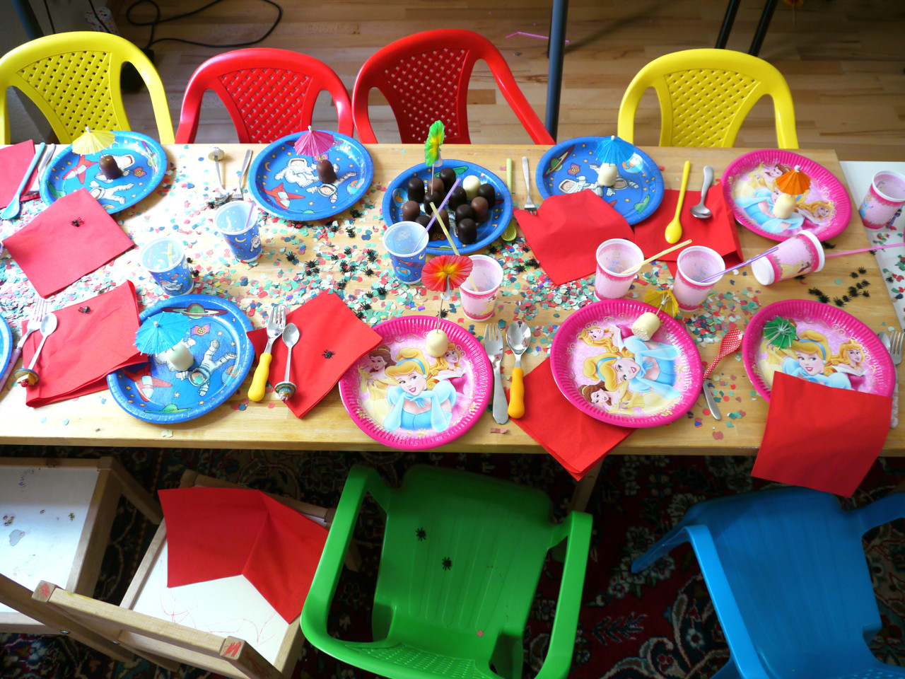Geburtstagsparty Spiele  Kindergeburtstag Tafel