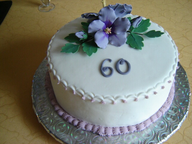 Geburtstagstorte 60  Geburtstag Erwachsene Torte mit Hibiskus
