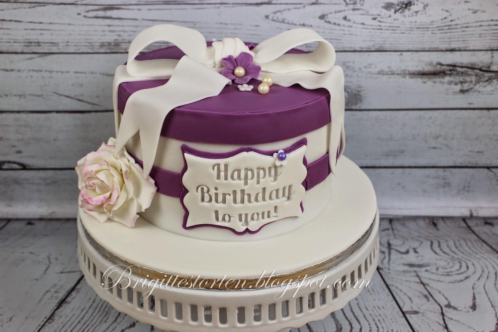 Geburtstagstorte 60  Torte zum 60 Geburtstag in purple und weiß Brigittes
