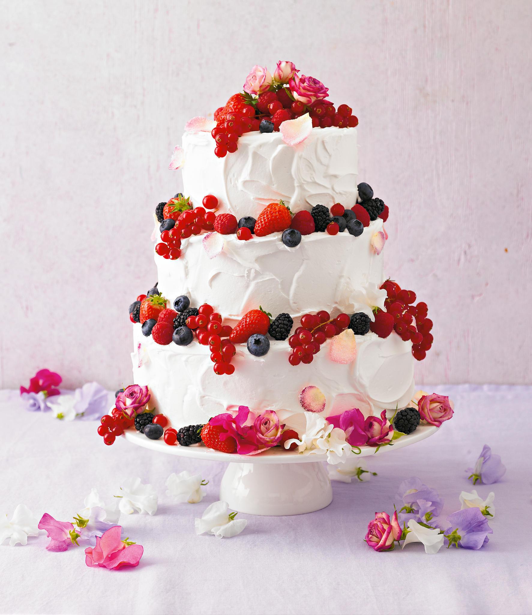 Geburtstagstorte 60  Torten Eine dreistöckige Torte zum 60 Geburtstag