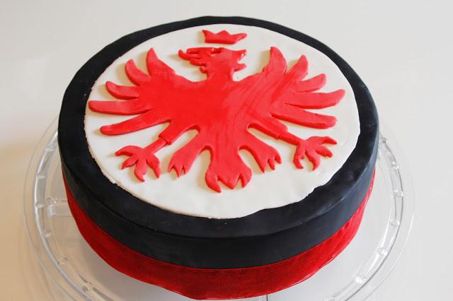 Geburtstagstorte Frankfurt  Eules Welt Eintracht Frankfurt Fondant Torte